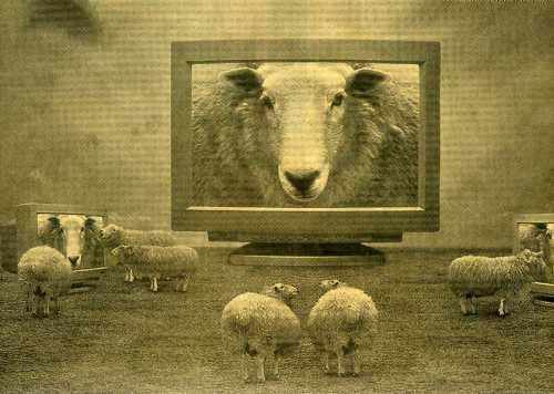 Resultado de imagen de manipulación masas tv cine internet