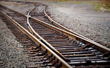 15950359-ferrocarril-mainline-aguja-de-cambio-foto-de-archivo