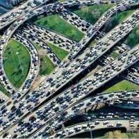 ¿Añadir más carriles mejora el tráfico?. No siempre: Paradoja de Braess.